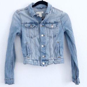 H&M | light wash denim jean jacket